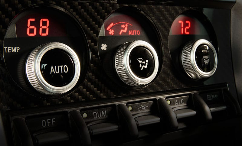 <b>Dual-zone Automatic Climate Control</b>  Keep you and your front passenger in personalized comfort with the available dual-zone automatic climate control system. Both the driver and front passenger can set different preferred temperatures, and the system will automatically maintain them.