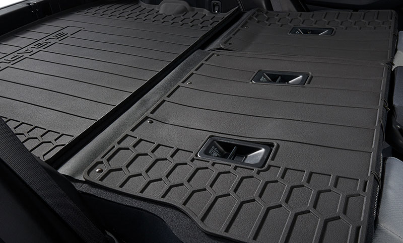 <b>Cargo Net</b><br><br>Neatly holds cargo and prevents it from sliding while the vehicle is in motion.<br><br><i>For a complete list of available accessories, visit your local Subaru retailer or visit Subaru.com.</i>