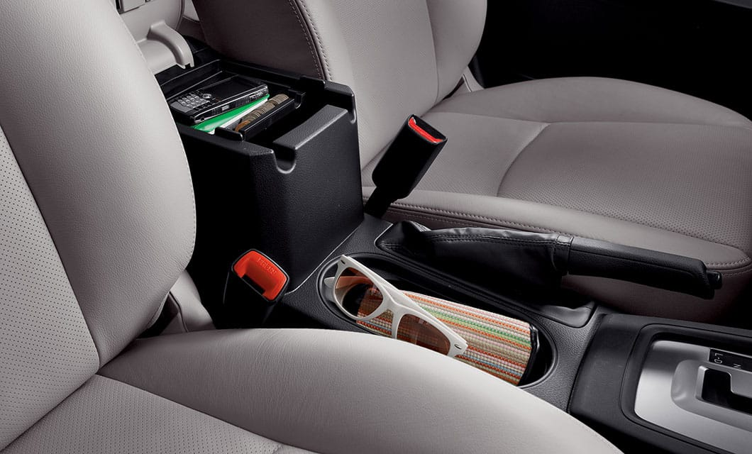 <b>Multifunction Center Console</b><br><br>It's a place for a purse, a couple of extra cups, a phone or whatever. This adaptable center console is designed to fit a number of items and keep them close at hand.<br>