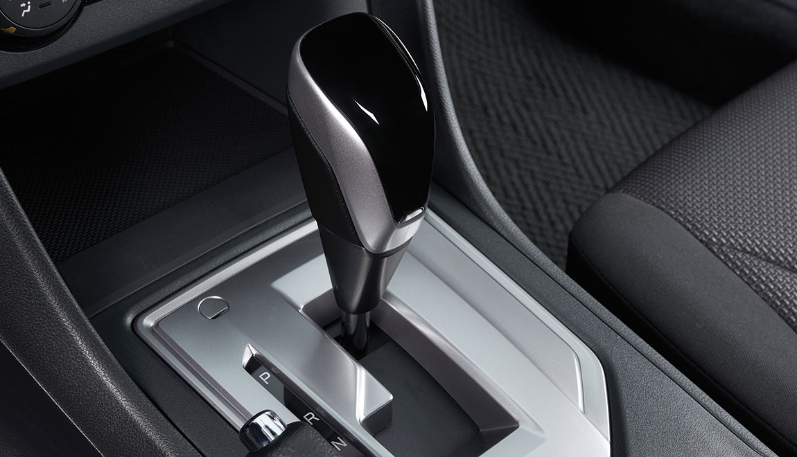 The ultimate shift knob for your Impreza. Silver metallic and black gloss combine with leather accents to make a stylish shift knob that gives your interior just the right edge.