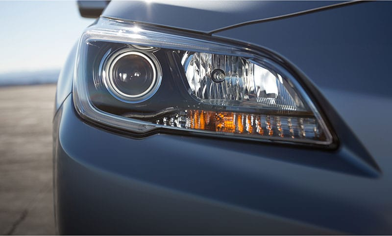 <b>HID Headlights</b><br><br>Considerably brighter, the standard HID headlights on the 3.6R supply extra illumination for darker roads.<br>