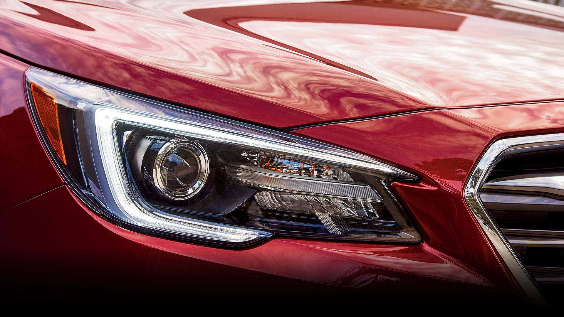 New for 2018, these headlights help give you more visibility around corners. As you steer, they adjust to point in the direction you're turning.