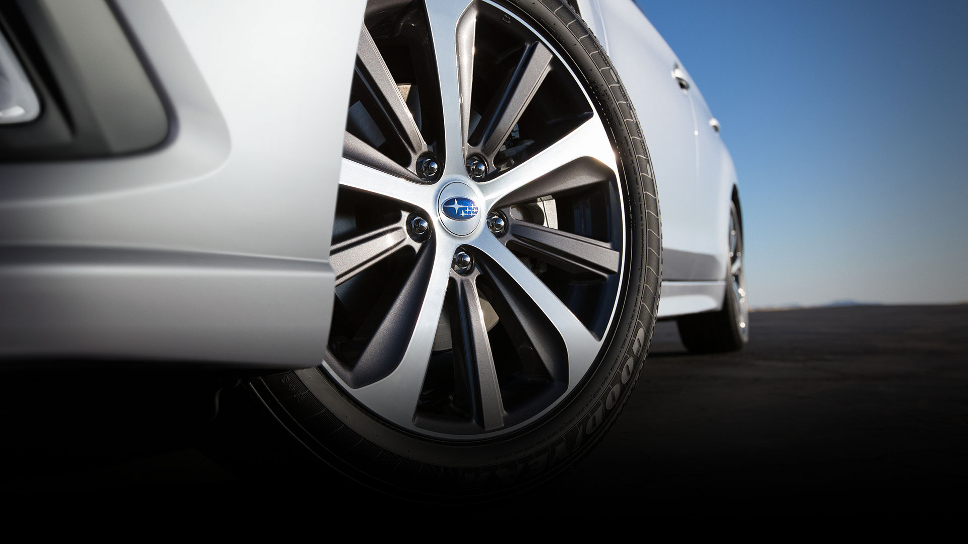 Large 18-inch alloy wheels offer a bold style for a sophisticated look.